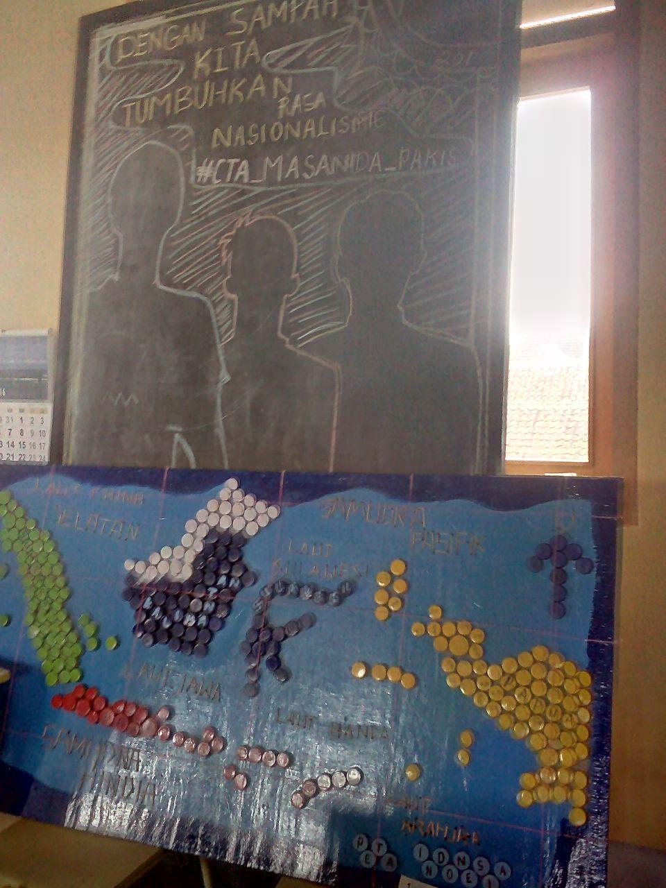 Kelompok Pembuatan Peta Dunia Menggunakan Tutup Botol Bekas